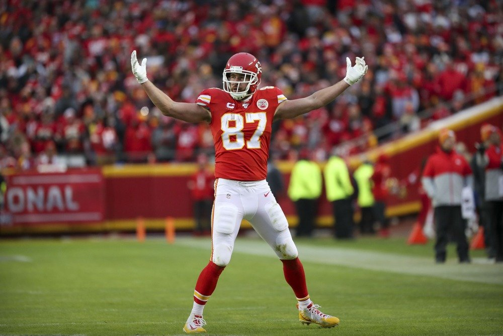 Travis Kelce playing for the Chiefs in the AFC divisional round