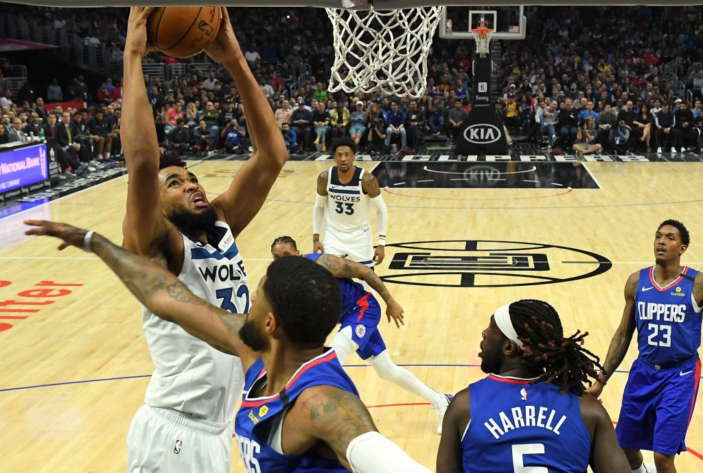 Karl Anthony Towns playing against Clippers