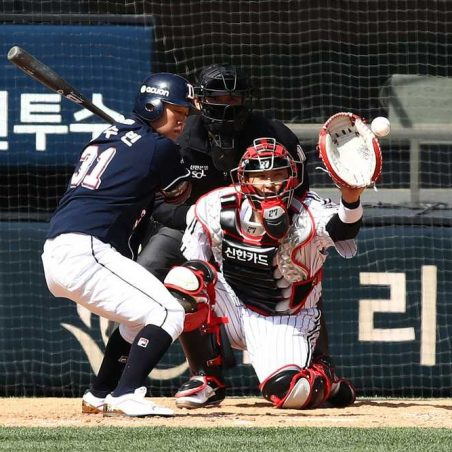 Korean baseball picks, predictions, parlay odds and best bets for Thursday August 13th