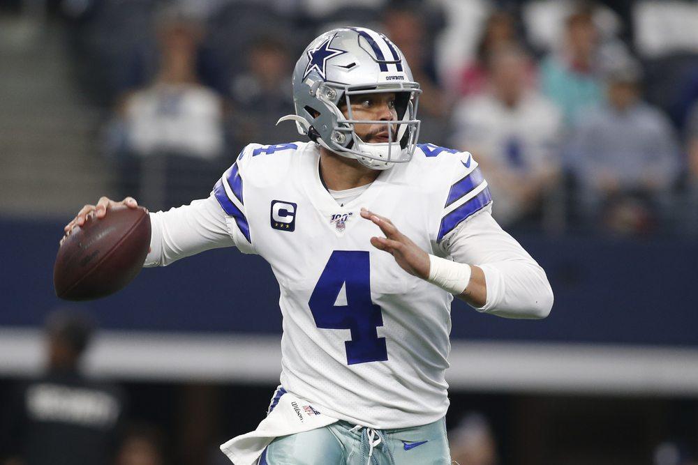Dallas Cowboys Dak Prescott throwing
