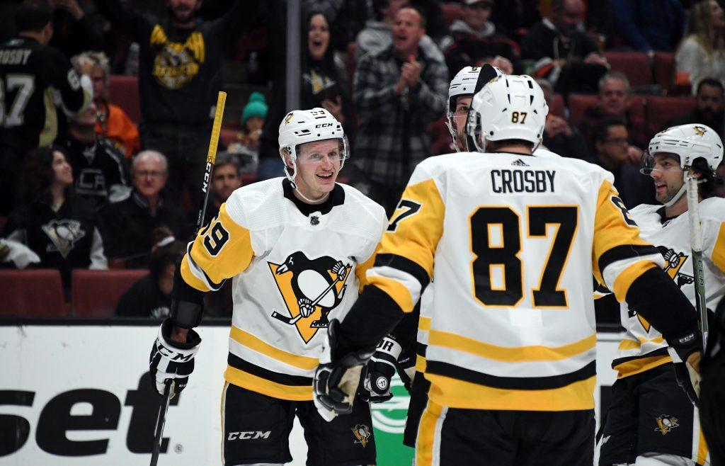 Penguins left wing Jake Guentzel (59) celebrates with center Sidney Crosby
