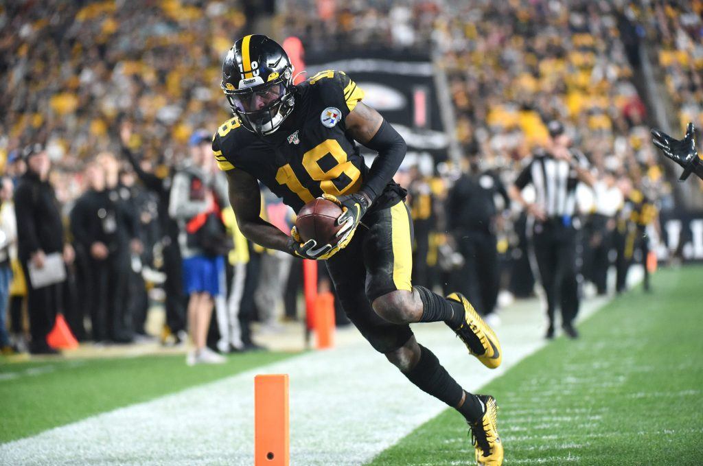 JuJu Smith-Schuster scores a touchdown for the Pittsburgh Steelers