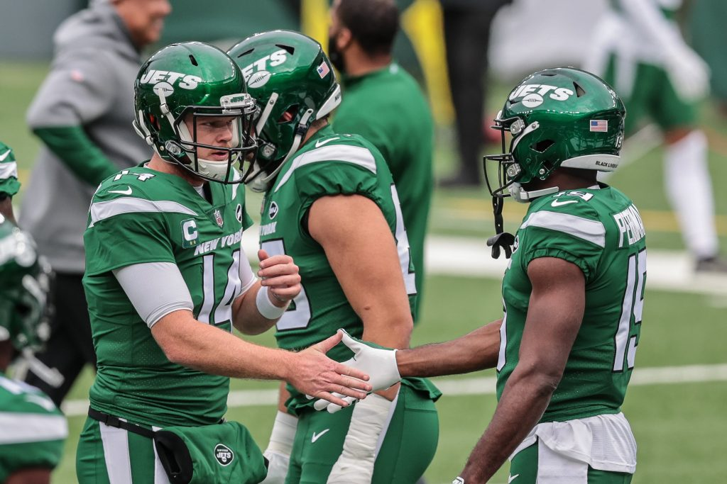 Sam Darnold and Breshad Perriman of the New York Jets