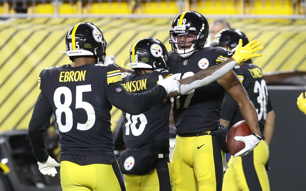 Eric Ebron and the Pittsburgh Steelers celebrate a touchdown