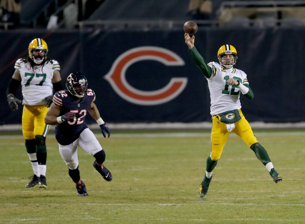 Aaron Rodgers (12) in action against the Chicago Bears in Week 17