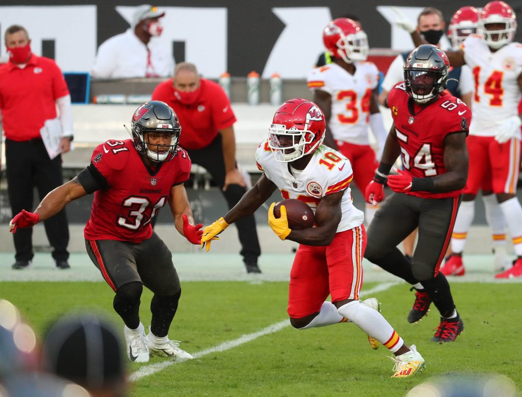 Kansas City Chiefs wide receiver Tyreek Hill (10) runs the ball against Tampa Bay Buccaneers strong safety Antoine Winfield Jr. (31) and inside linebacker Lavonte David (54) during the first half at Raymond James Stadium.