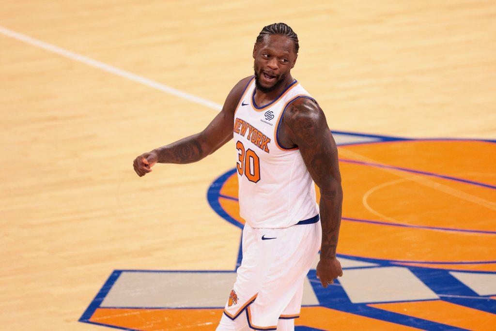 Julius Randle Knicks walking