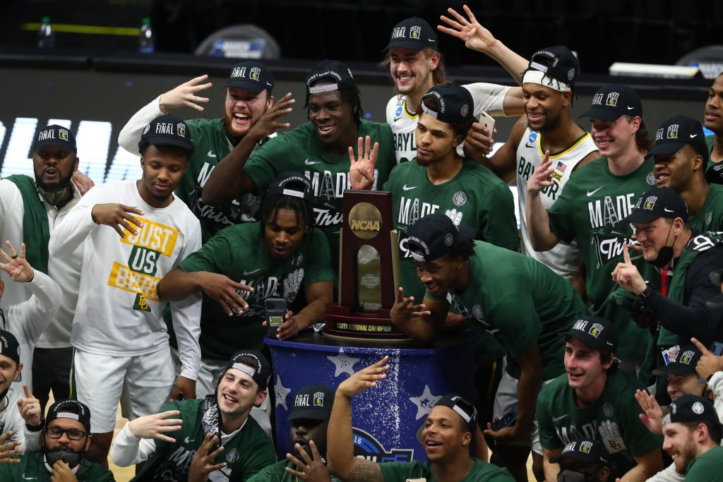 Baylor Bears pose for a team photo after defeating the Arkansas Razorbacks to advance to the final four in the Elite Eight of the 2021 NCAA Tournament at Lucas Oil Stadium.