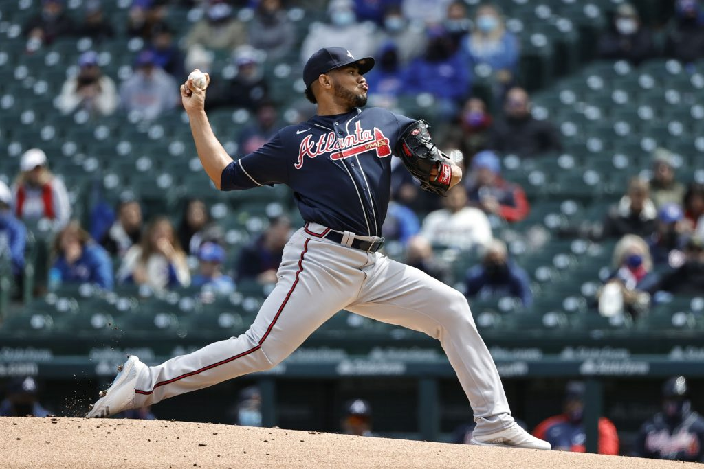 Atlanta Braves starting pitcher Huascar Ynoa (19) delivers against the Chicago Cubs during the first inning at Wrigley Field.